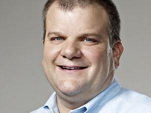 phó chủ tịch cao cấp phụ trách công nghệ Apple