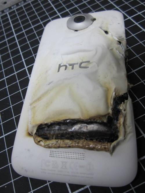 HTC One X bốc cháy