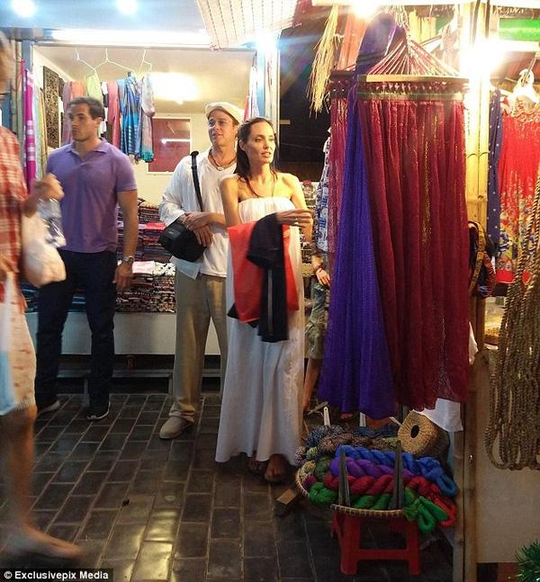 Cặp đôi siêu sao Hollywood Brad Pitt và Angelina Jolie đang có mặt tại Việt Nam - Ảnh 4.