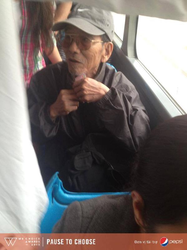 Dân mạng xúc động trước hình ảnh nghệ sĩ già Trần Hạnh chen vào đám đông trên xe bus - Ảnh 2.