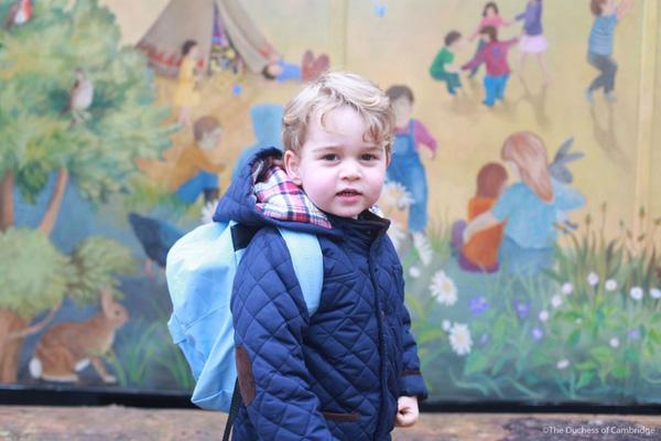 Hoàng tử bé George khai trường