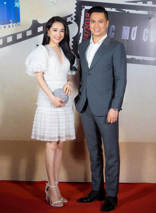 Nhã Phương hội ngộ cùng diễn viên Việt Anh, cả hai sánh đôi trên thảm đỏ chương trình