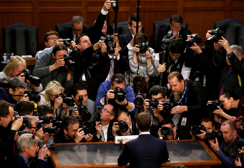 'Dot' cong nghe, Thuong vien My gan nhu chiu thua Mark Zuckerberg trong buoi dieu tran hinh anh 1