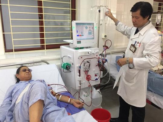 Vụ 8 người chạy thận tử vong: Đề nghị toà tuyên bác sĩ Hoàng Công Lương vô tội - Ảnh 1.