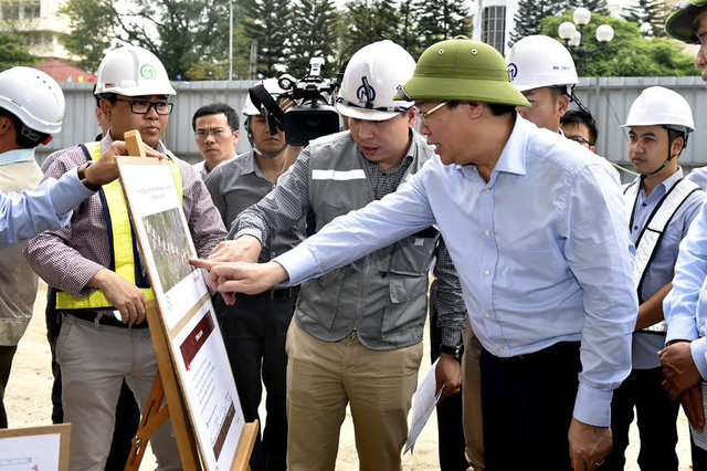 Phó Thủ tướng Vương Đình Huệ tại công trường dự án đường sắt Nhổn - ga Hà Nội