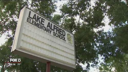 Trường tiểu học Lake Alfred, Florida, Mỹ. Ảnh: Fox13