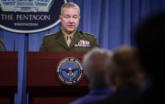Tướng Mỹ ám chỉ triệt hạ đảo nhân tạo phi pháp của Trung Quốc - Ảnh 1.
