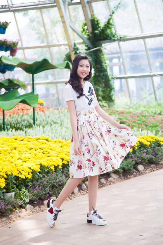 Hoa hậu Hoàn vũ nhí Ngọc Lan Vy biểu diễn cùng 100 thiếu nhi thế giới - Ảnh 1.