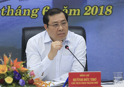 Chủ tịch UBND TP Đà Nẵng Huỳnh Đức Thơ tại buổi đối thoại. Ảnh: Nguyễn Đông.