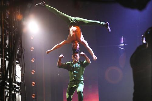 Màn biểu diễn nguy hiểm của Quốc Cơ, Quốc Nghiệp tại chung kết Britains Got Talent.
