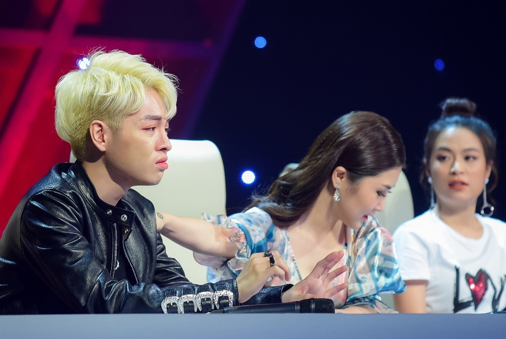 Giam khao The Debut: Chin non va to ra dao to bua lon? hinh anh 1