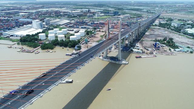 Cầu Bạch Đằng nhìn từ trến cao