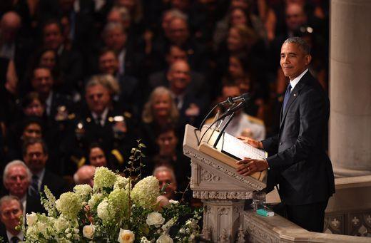 Tang lễ ông McCain: Thông điệp đậm đặc tới vị tổng thống vắng mặt - Ảnh 2.