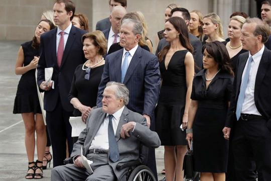 Cựu Tổng thống Bush cha qua đời - Ảnh 2.