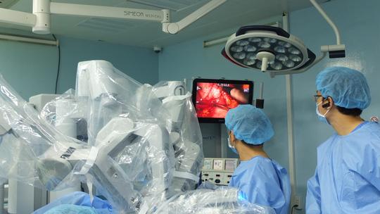 Căng thẳng phút giây robot cứu 3 mạng người do viêm tụy cấp - Ảnh 1.