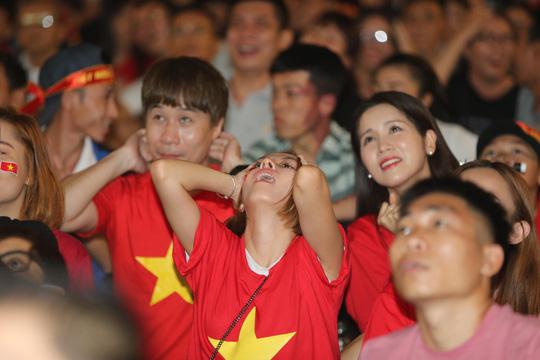 Hoà Malaysia 2-2, tuyển Việt Nam chờ trận chung kết lượt về - Ảnh 2.