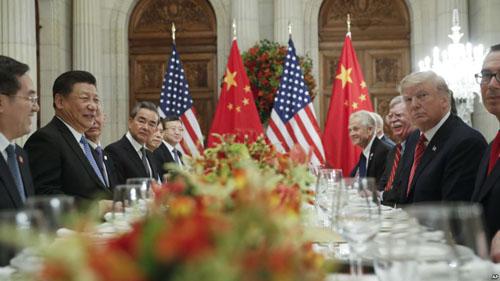 Phái đoàn Mỹ - Trung đàm phán bên lề hội nghị thượng đỉnh G20 ở BuenosAires, Argentina hôm 1/12. Ảnh: AP.