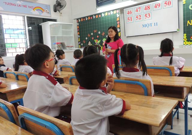 Học sinh tiểu học ở TPHCM trong giờ học