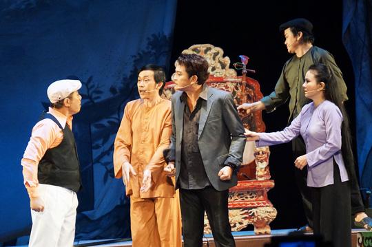 Hoài Linh khiến khán giả khóc, cười với Giấc mộng đêm xuân - Ảnh 2.