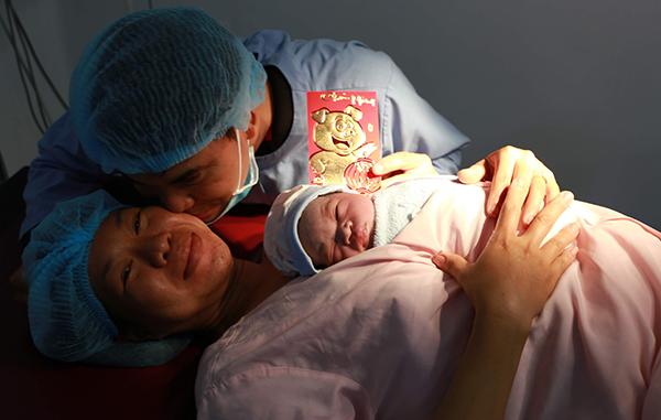 Niềm hạnh phúc sinh con đầu năm mới của gia đình tại Bệnh viện Phụ sản Cần Thơ.