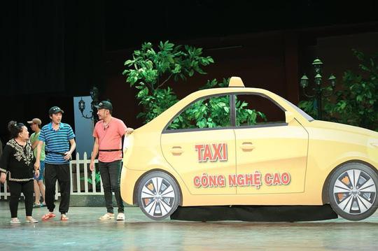 Minh khùng Hoài Linh khiến khán giả khóc cười đầu năm - Ảnh 4.