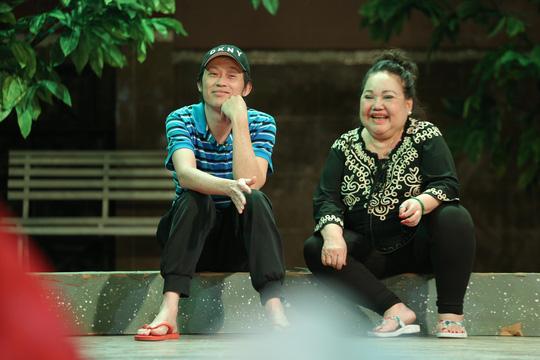 Minh khùng Hoài Linh khiến khán giả khóc cười đầu năm - Ảnh 2.