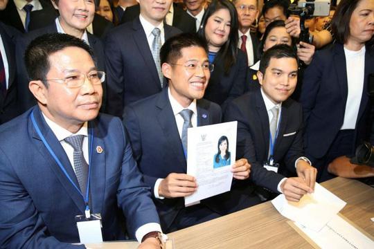 Công chúa Thái Lan hủy kế hoạch tranh cử - Ảnh 1.