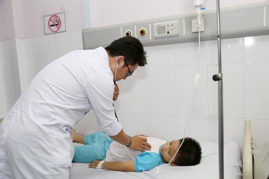 TP HCM: Ca bệnh phải đặc cách người thân vào phòng mổ - Ảnh 2.
