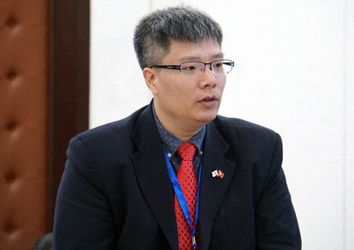 TS Trần Hải Linh phát biểu thảo luận. Ảnh: Mạnh Tùng.