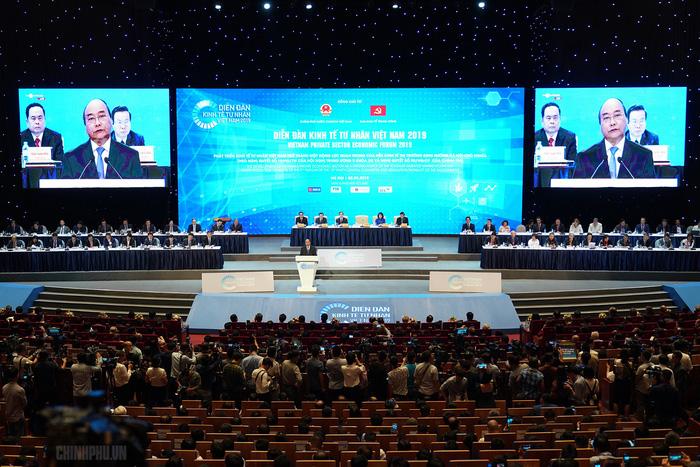 10 từ Thủ tướng Nguyễn Xuân Phúc dành cho kinh tế tư nhân - Ảnh 1.