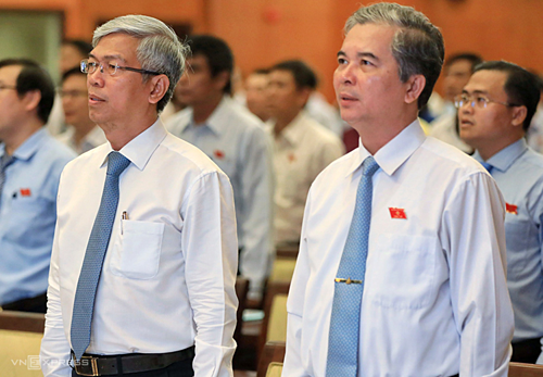 Phó chủ tịch Võ Văn Hoan (trái) và Ngô Minh Châu. Ảnh: Hữu Khoa.