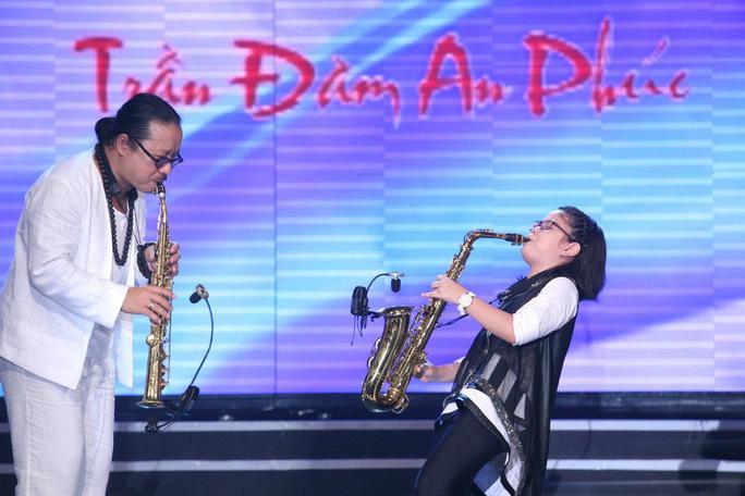 Con gái nghệ sĩ saxophone Trần Mạnh Tuấn vượt mặt bố - Ảnh 3.