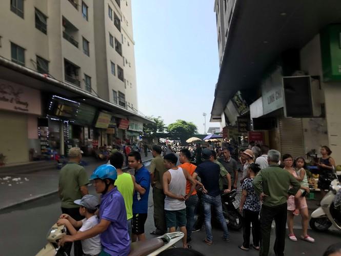 Nhiều người bị thương sau tiếng nổ phát ra tại quán nước chung cư Linh Đàm - ảnh 1