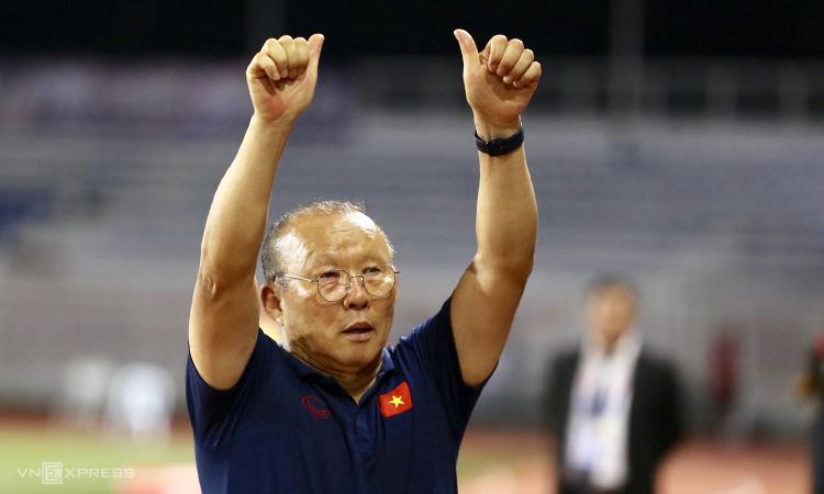 HLV Park Hang-seo muốn cùng các học trò hiện thực hoá giấc mơ của người hâm mộ Việt Nam đoạt HC vàng bóng đá SEA Games lần đầu tiên sau 60 năm tại Philippines dịp này. Ảnh: Đức Đồng.
