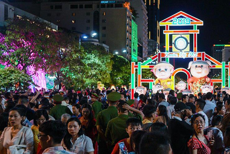 Đường hoa Nguyễn Huệ khai mạc lúc 19h tối nay. Ảnh: Quỳnh Trần.
