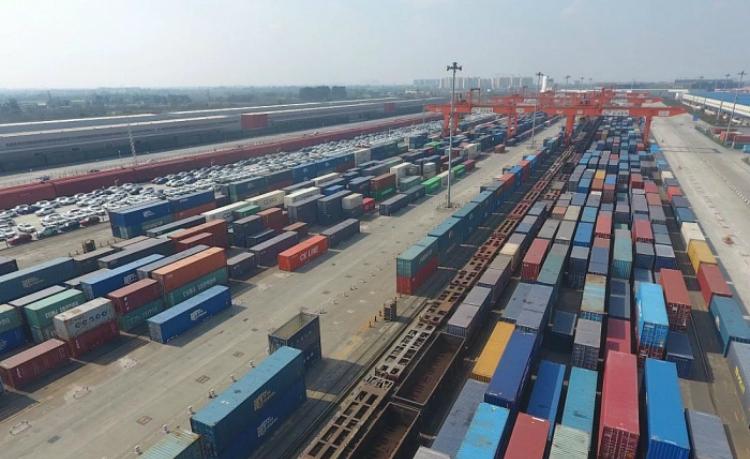 Các bến cảng được dự báo sẽ ngập trong hàng hóa, tình trạng quá tải có thể sẽ diễn ra. Ảnh: THX