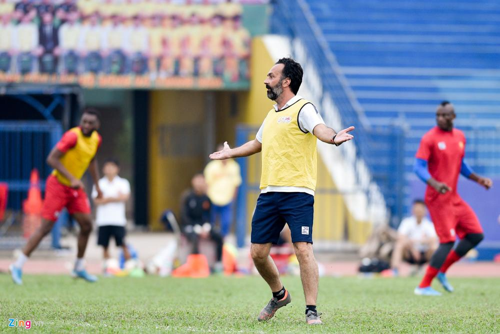 HLV Thanh Hoa: 'Cau thu da V.League 10 nam van chua biet chay cho' hinh anh 1 fabio2_zing.jpg