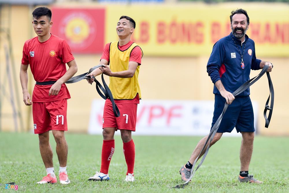 HLV Thanh Hoa: 'Cau thu da V.League 10 nam van chua biet chay cho' hinh anh 3 Fabio4_zing.jpg