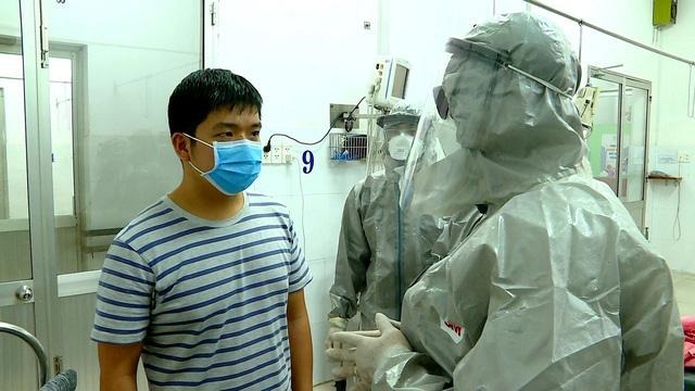 Tại Việt Nam, không chỉ công dân Việt Nam nhiễm bệnh COVID-19 được cách ly, điều trị miễn phí mà cả du khách nước ngoài cũng được miễn phí. Trong ảnh, một bệnh nhân quốc tịch Trung Quốc nhiễm COVID-19 được Bệnh viện Chợ Rẫy điều trị miễn phí và đã xuất viện, về nước.