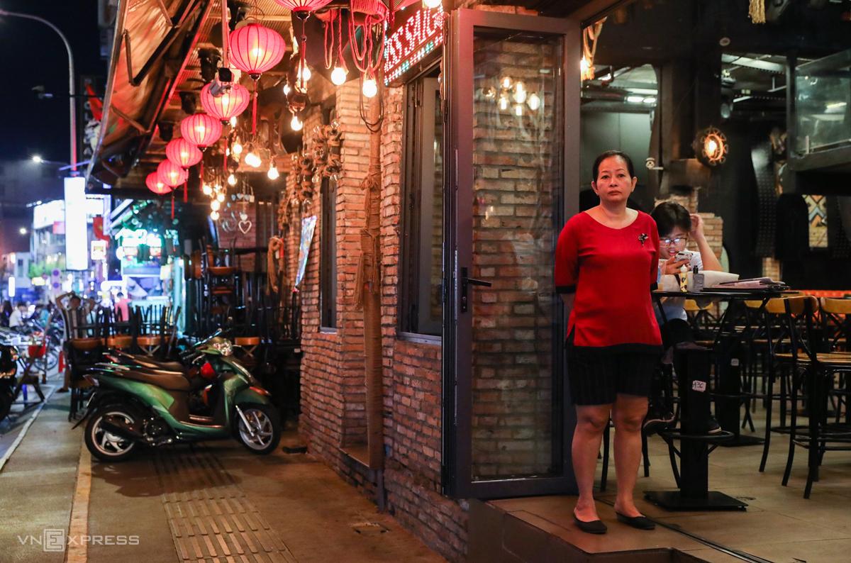 Quán bia ở phố Tây Sài Gòn bị đóng cửa từ tối 15/3. Ảnh: Như Quỳnh.