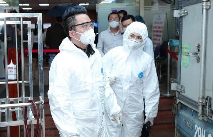 Tùng Dương đi đầu trong việc vận động quyên góp chống dịch ở Hà Nội. Ảnh: nhân vật cung cấp.