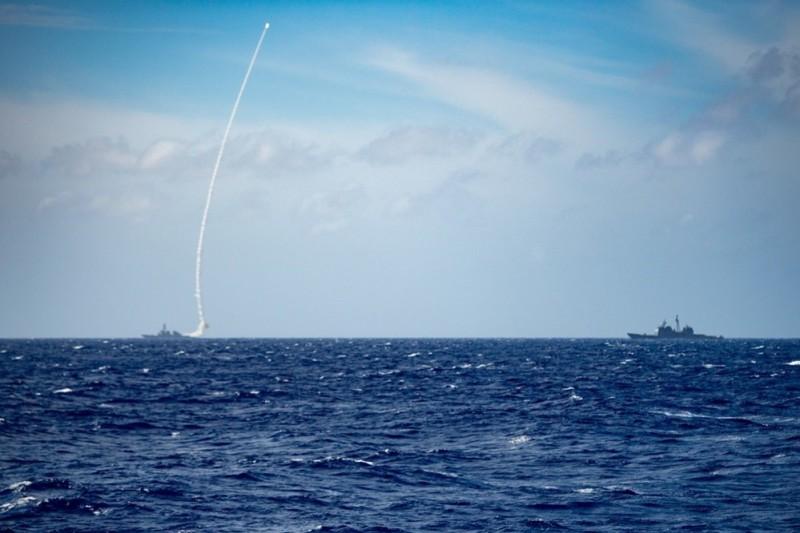 Mỹ tập trận bắn đạn thật, phóng tên lửa cảnh báo Trung Quốc - ảnh 1