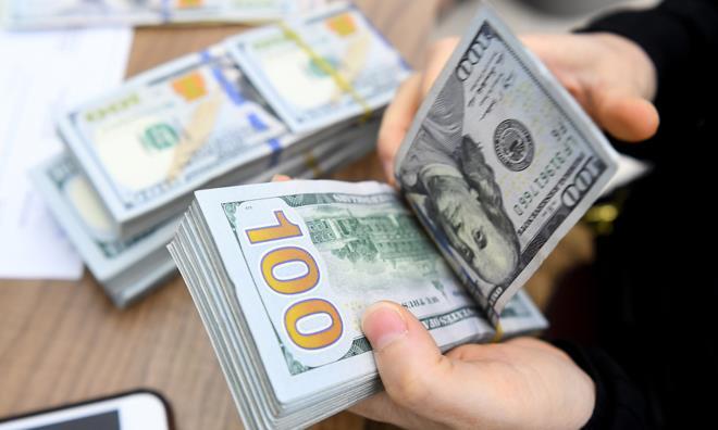 Đầu tháng, tỷ giá tại các ngân hàng thương mại tăng mạnh  - 1