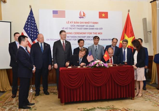 Việt - Mỹ tăng cường hợp tác khắc phục hậu quả chiến tranh - 1