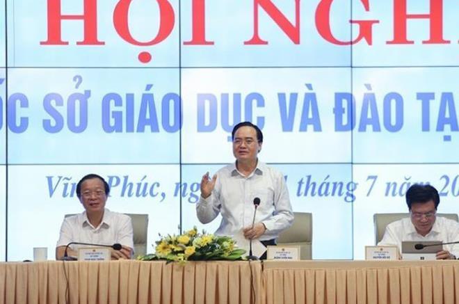 Bộ trưởng GD&ĐT: Lạm dụng giấy khen dẫn đến 'tác dụng ngược' - 1