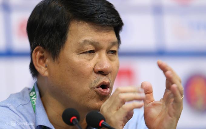 HLV Vũ Tiến Thành thổi một luồng gió mới vào Sài Gòn FC, đội bị đánh giá thấp nhưng đang trên đỉnh bảng V-League. Ảnh: Đức Đồng.