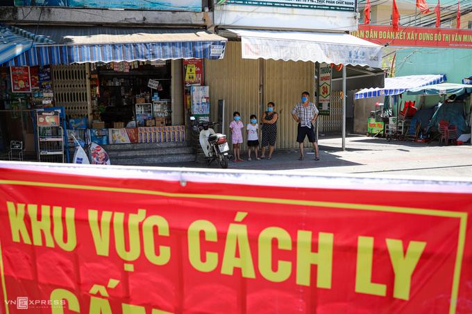 Người dân Đà Nẵng đóng cửa, cách ly trong khu vực xuất hiện các ca nhiễm nCoV. Ảnh: Nguyễn Đông.