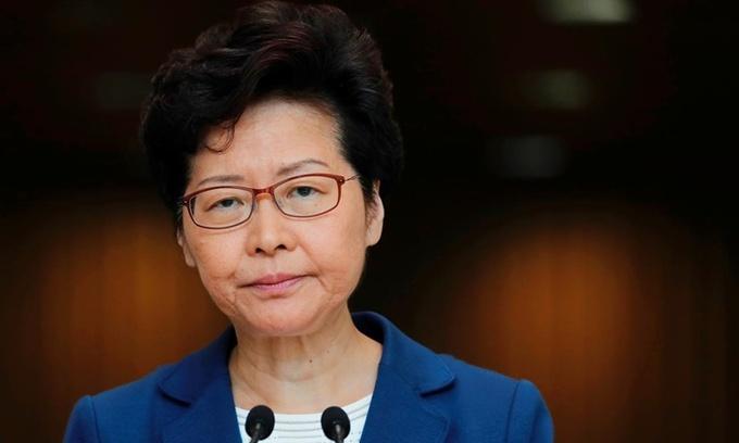 Trưởng đặc khu Hong Kong Carrie Lam trong một cuộc họp báo hồi tháng 10 năm ngoái. Ảnh: Reuters.