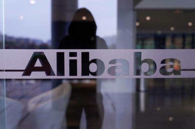 Tổng thống Trump xem xét cấm Alibaba ở Mỹ - 1