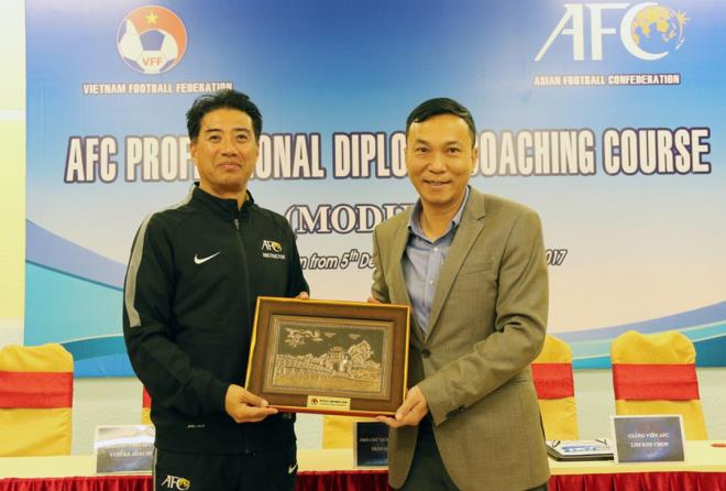 Giám đốc kỹ thuật người Nhật ở chung khu nhà với HLV Park Hang Seo - 1